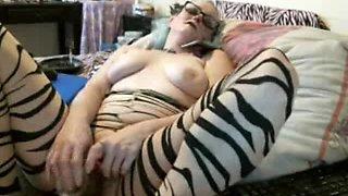 Emo Webcam Girl Masturbates For You