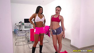 Flexible sugars Zoe Doll and Susy Gala in a mind-blowing threesome