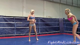 Bootylicious wrestling dyke gets pussylicked