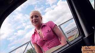 Sexy hitchhiker Brooke Lee fucked in a fellas car