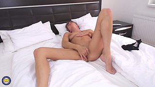 Skinny mature mom with hungry clit pussy ass