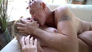 Old Man Fucking Big Ass Babe In The Pool