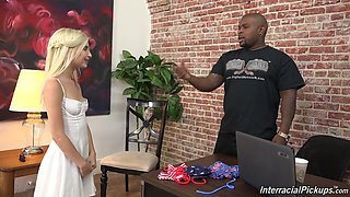Provocative blonde chick Piper Perri gets her pink pussy poked well