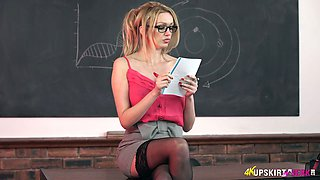 Heart stopping beauty Amber Jayne is a sexy and nasty teacher