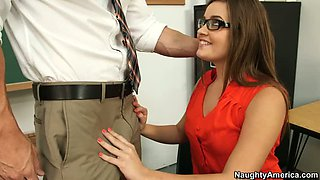 Ashlynn Leigh is experimenting with his professor!