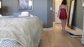 Salope Mature masturbe son cul au Gode en Verre devant ç_a webcam