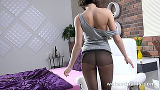 All hot girls should look like this and this hottie loves showing off her ass