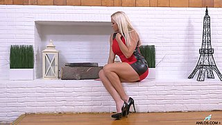 Aged blond housewife Dani Dare is finger fucking wet worn out pussy