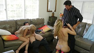 Astrid Star and Anna Kelly seduce men for a sexual game
