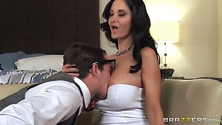 Fucking hot brunette MILf makes happy one nerdy dude