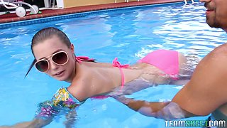 Whorish girl Carolina Sweets gets facial after crazy sex by the poolside