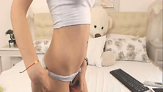 Nerdy Babe Plays her Clit on Webcam