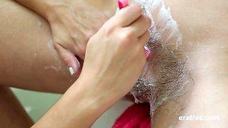Keilyn shaves marina's pussy in the bath