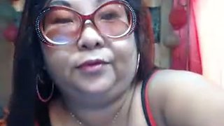 Not beautiful Chinese chick in glasses showed me her cunt