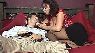 Blowjob slut in stockings proves her sucking skills in couples scene