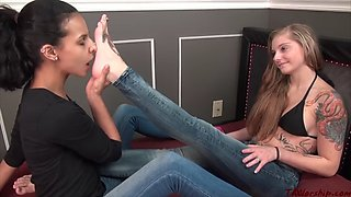 erotic feet - lesbian foot worship 0291