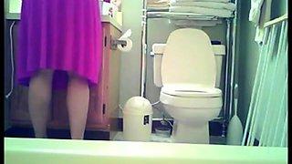 Nice teen spied in toilet