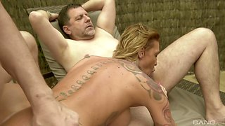 Tattooed Calisi Ink likes to satisfy two guys at the same time