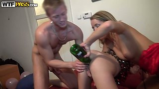 Punani of skinny bitch gets drilled with champagne bottle