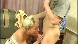 Aunt fucks babe while his guy at work