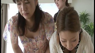 hand- spanking japanese mom & daughter