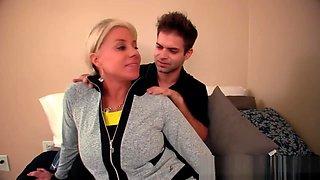 Payton Nicky seduce her tennis teacher into a massage