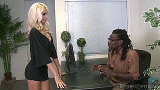 White secretary sucks huge dick of her black boss