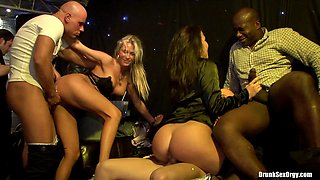 Big butts babes get their shaved cunts shoved with giant cocks in an orgy