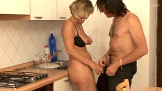 Sexy Czech anal cougar Mileuse Havelova banged