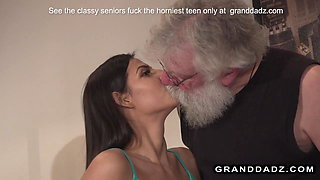 Smoking hot patient fucks her old physiotherapist