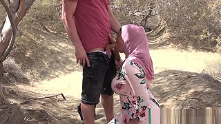 Musulmana tetona follada con el jihab en publico