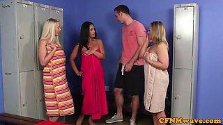 CFNM babe sucking off lucky guy in lockerroom