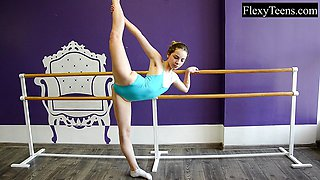 Hot ballerina shows flexibility