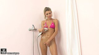 Dominique enjoys strong water flows poking her pussy in the shower