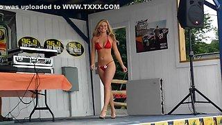 Kristen Mikro Bikini August