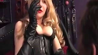 Dominatrix Likes To Rule Over Her Sub